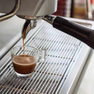 Как и чем почистить кофемашину от накипи и кофейных масел в домашних условиях: чистящие средства, таблетки, лимонная кислота