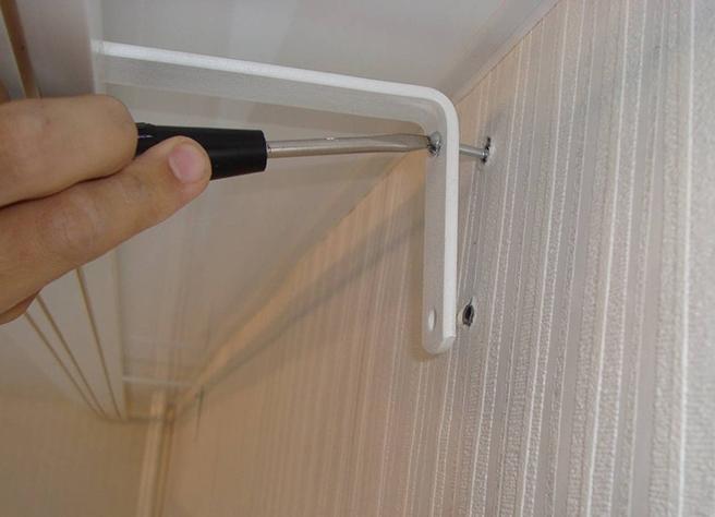 Как повесить потолочный карниз для штор